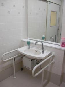 いなげや府中浅間町店 2階多目的トイレ