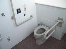 済美公園 多目的トイレ