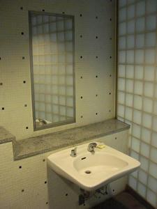 ウエストプロムナード 滝の広場多目的トイレ