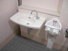 昭和公園 市営昭島球場ライトウイング多目的トイレ