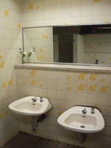 わかぐさ公園 中央トイレ