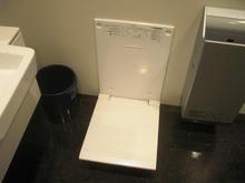 京王フレンテ新宿3丁目 1階多目的トイレ