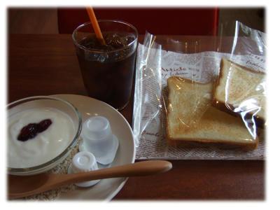 パンとコーヒーとデザート