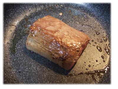 牛肉のタタキ調理中