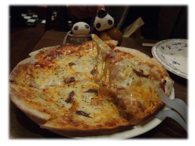 アンチョビとガーリックのピザ