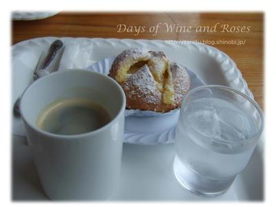クリームパンとコーヒー