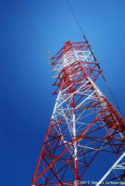 赤と白の鉄塔
