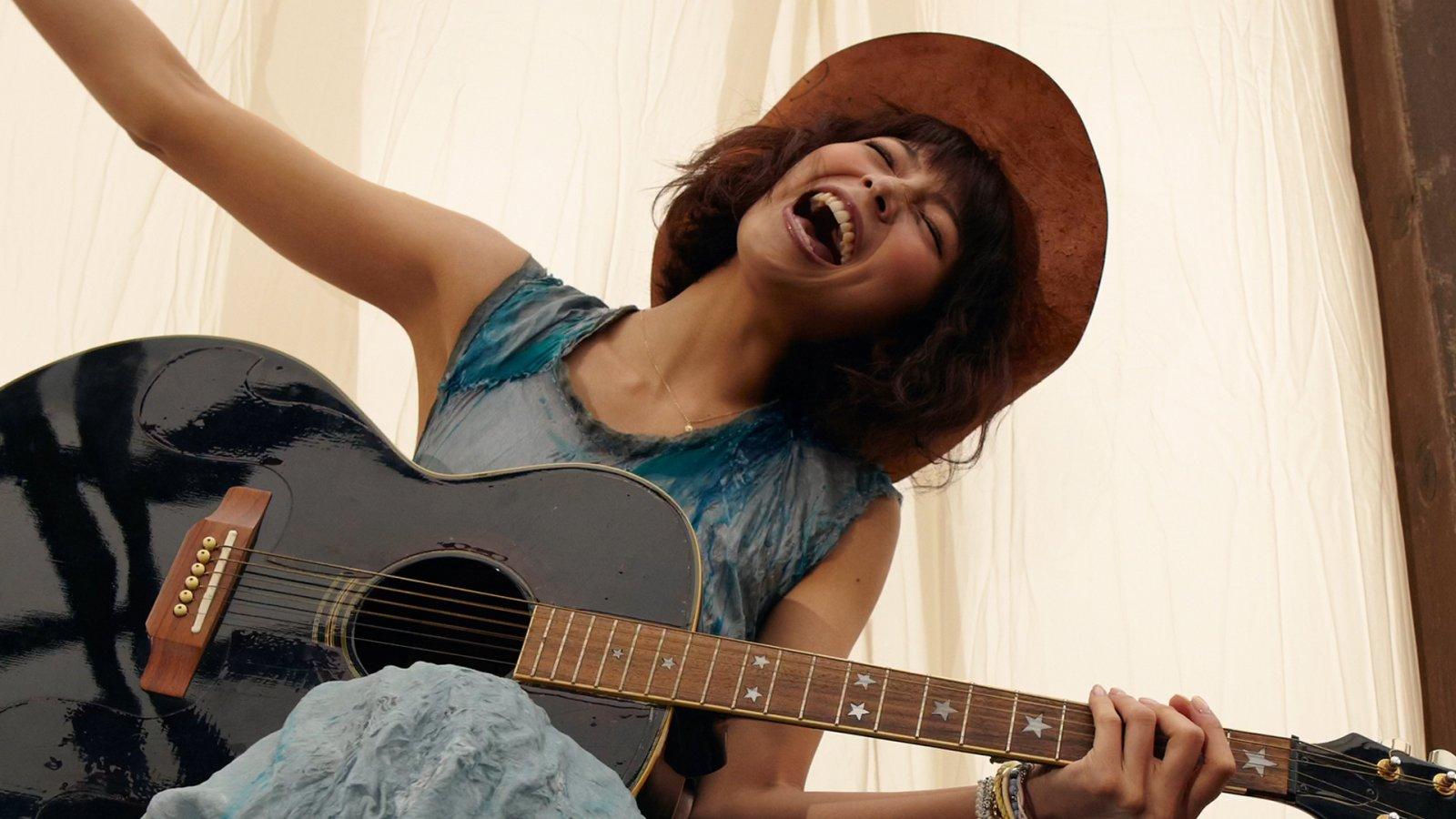 ギターを持ってノリノリ相武紗季