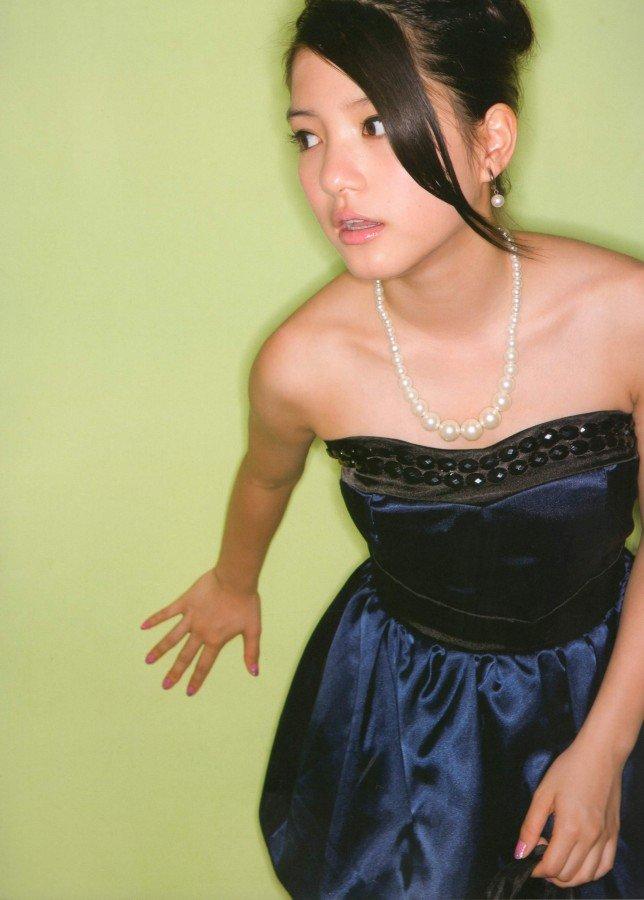 川島海荷さんのカクテルドレス姿