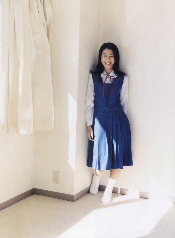 成海璃子の制服姿