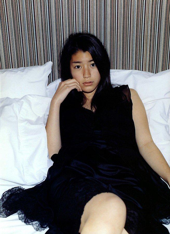 成海璃子のベッド
