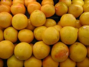 日本の店頭に並ぶ米国産のグレープフルーツ。