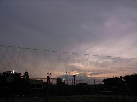 曇り空の中