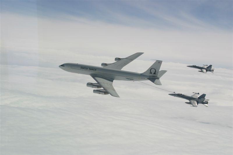 AIR_K-707_Omega_Tanker_F-18s_lg.jpg