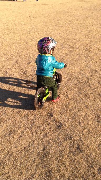 ストライダー,ペダルなし自転車,2歳,練習風景