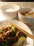 【青梗菜と豚肉の炒め物ともやしスープ】