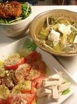 【トマトとポテトのサラダと掻き揚げ丼と汁物】