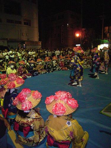 豊年祭の踊り