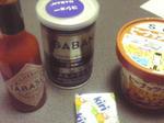 左からタバスコ、胡椒、クリームチーズ、ピーナツバター