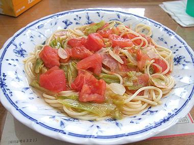 キャベツとトマトのスープパスタ 料理