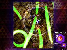 シーン8-8は早苗が巨大な緑色の蛇を召喚する!本数は少なく、速度もゆっくりだか軌道が読みにくい