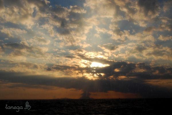 硫黄島と夕空