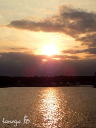 島間の夕景