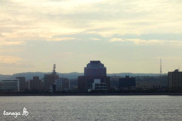 海から見る鹿児島の街