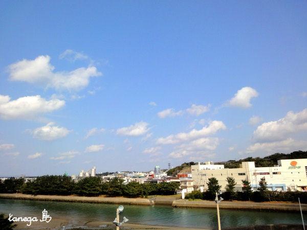 鴨女川と空