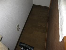 大掃除・片付け:タンス(裏側)の掃除機掛け