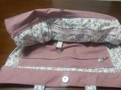 春色のタックバッグ