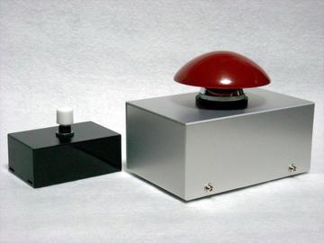 大キノコ型ボタンとでべそ型ボタン