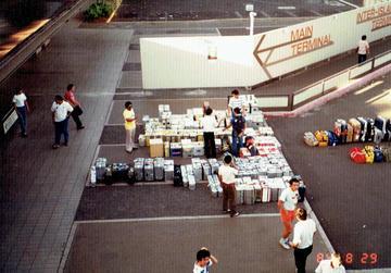 第8回ウルトラクイズ ホノルル国際空港 スタッフ荷物