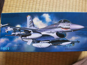 フジミF-16