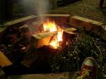 食後の焚き火。