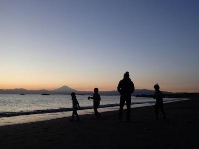 富士山が夜に溶けていく
