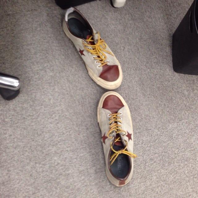 どんな靴の置き方だったら明るく見えるんだろうかと疑問に思ったので、いろんな人の靴を見てみることにしました。