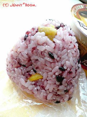 黒米+さつまいもご飯のおにぎり