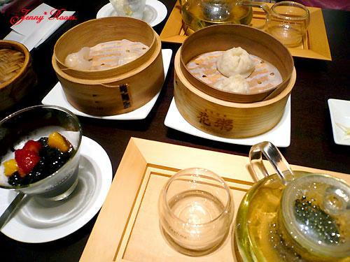 「飲茶とデザートと凍頂烏龍茶」のセット