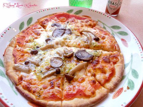 「野菜ときのこのピザ」