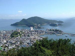 医王寺太子殿から望む鞆の浦と仙酔島