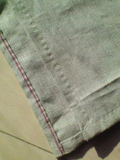 キッチンクロスを縫ってます。