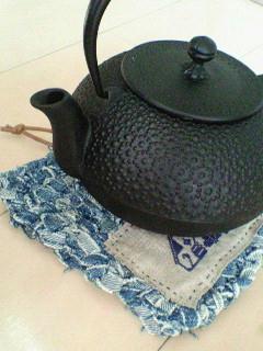 鉄瓶と鍋敷。