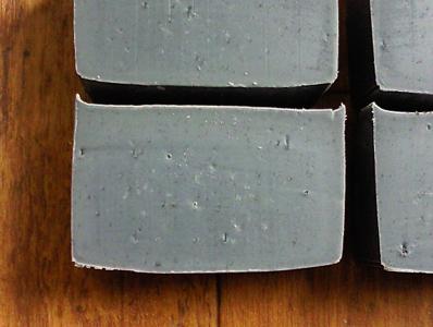 竹炭のサラダ油石けん。