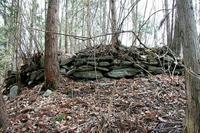 妹ヶ谷城主郭北端の石積み遺構