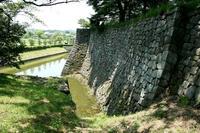白河小峰城の南側水濠と石垣
