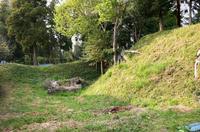 山梨城の郭切岸と空堀