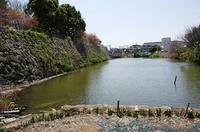 淀城の水堀と石垣