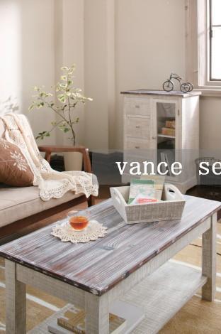vance(ヴァンス) 天然木をカントリー調のユースド加工したシェルフを用いた模様替え。ホワイトの塗装からうっすらと見えるセダーウッドの木目が美しい造りとなっており長年使い込んだかのようなアンティークな雰囲気が特徴的です。懐かしいカントリー調の雰囲気があなたのお部屋にぬくもりが創り出します。お気に入りの部屋で過ごす時間は、ゆったり流れる川のよう。好みのインテリアに囲まれているとホッと落ち着く心地よさ。模様替えをし、自分らしい部屋を創造すれば、心も体も豊かになれることでしょう。