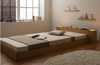 ☆開放的な空間を生み出すフロアタイプ。高さを抑えたデザインは、圧迫感をあまり感じさせず、お部屋に広々とした印象を与えます。狭いワンルームでもベッドが欲しい時にはフロアタイプがお勧めです。☆ツインライトで心癒させる日々ヘッドフレームには、天井を照らすようにツインライトが付いています。モダンな空間にふっと癒される灯りをプラスして、落ち着ける雰囲気に。